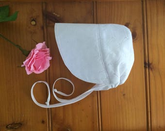 Pretty baby bonnet, handmade baby girl sun hat,white broderie sun bonnet. Summer hat .