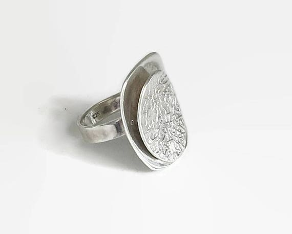 Sterling silver ring with double plates, one textured and one smooth, statement ring, size P / 7.5, 11 grams