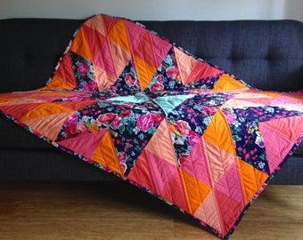 Modern Floral Quilt, Floral Throw Quilt, Floral Lap Quilt, Modern Floral Blanket, Handmade Quilt, Patchwork Quilt, Modern Floral Bedding