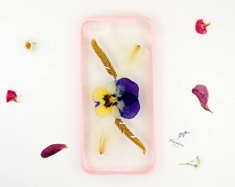 iPhone 7 / iPhone 8 case with real pressed flowers and a pink bumper