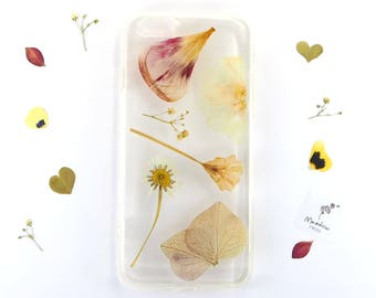 iPhone 6/6s case with real pressed flowers including daisies, tulip petals and primroses