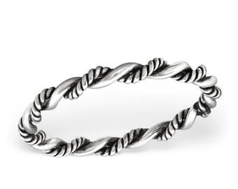 Simple twisted band ring, rope band, stackable, oxidized. Made of 925 sterling silver