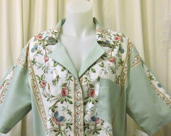 VINTAGE 1980s Short Sleeve Campshirt, Bowling Shirt, Floral Button-up Shirt in Mint, White & Green Chinoise Border Print Cotton, Size L/XL