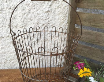 Primitive Country Rusty Chicken Wire Egg Basket Metal With Wood Handle