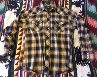 1990s Wrangler Western Style Button Down Shirt Size Large