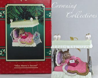 Enesco Miss Merry's Secret Mouse Treasury of Christmas Ornament 7th Series Mice Vintage Karen Hahn Bed