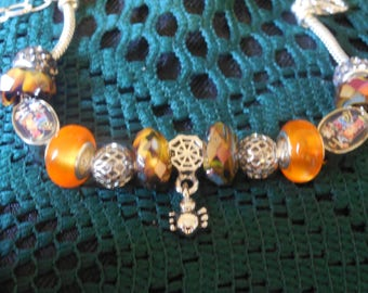 "Spider ""Happy Halloween"" bracelet with wonderful sparkle and the back of the Happy Halloeen bead says ""I Love You"""
