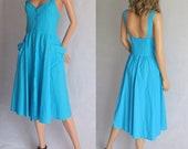 Lumineux d'été bleu robe, lanières, mi-longues, boutonnage sur le devant, français rétro vintage, coton, poches, moyen