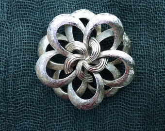COROCRAFT - Vintage 60s Silvertone Five-petalled Flower Brooch
