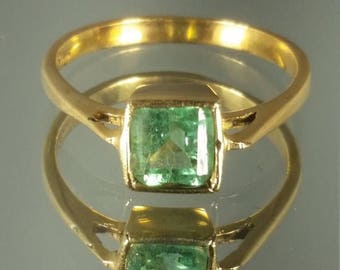 ON SALE 18K Solid Yellow Gold Columbian Emerald Ring Retro Vintage