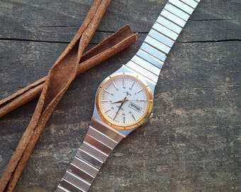 Quartz watches Luch from the ussr, good condition, collection specimen, a nice gift, part of the history of the USSR, 1980