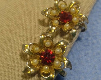 Vintage Red Rhinestone and Faux Pearl Flower Goldtone Screwback Earrings