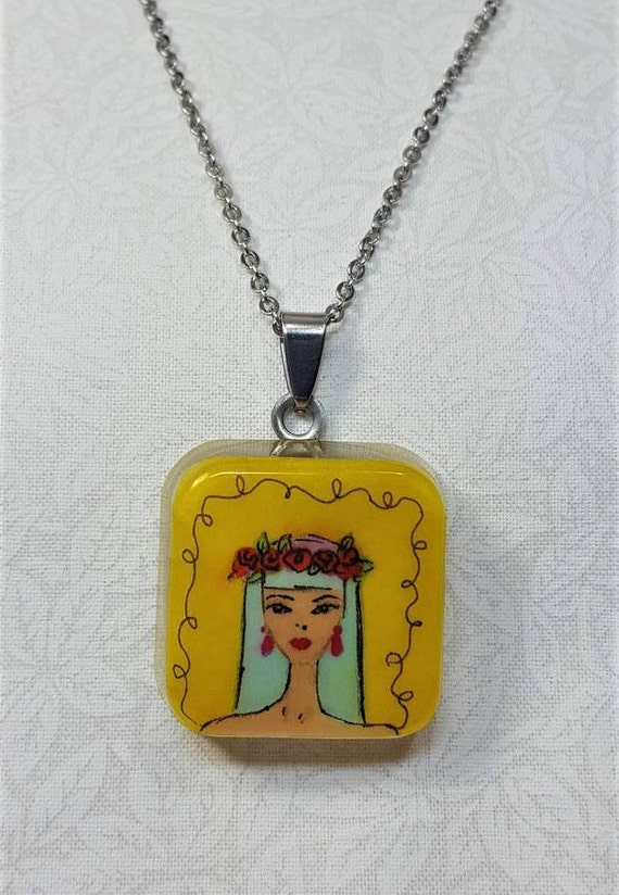 Crown of roses pendant Necklace