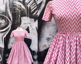 W25 / 1950s Cotton Red Floral Novelty Print DAY DRESS with Circle Skirt