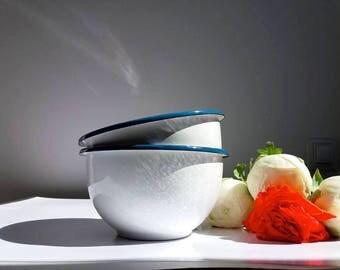 Set of 2 café au lait enamel bowls / Vintage French enamelware / white / Cottage chic / Shabby / Farmhouse / Rustic Kitchen / Campagne chic