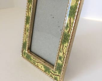 Vintage Picture Frame--Small Picture Frame--The Bucklers Frame--Gold Frame--Enameled Picture Frame--Ivy Border Frame--2 x 3 Mini Frame