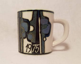 MUG ROYAL COPENHAGEN Coffee Cup 1975 Danish Denmark Annual Small Vintage Retro