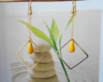 Yellow drop gold earrings