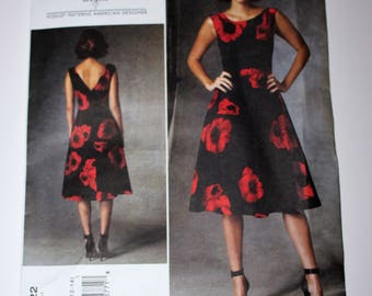 Tracy Reese Vogue Sewing Pattern v1422  Sizes 6-8-10-12-14 Lined Dress V Back