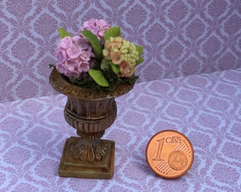 Cup-shaped planter with hydrangeas