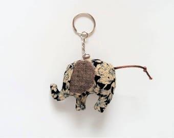 Elephant keyring, tan/navy