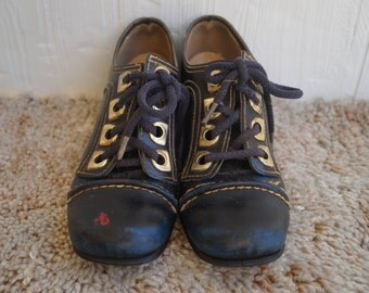 1960s Mod Black Lace Up Heels - Leather - Gold - Size 6.5