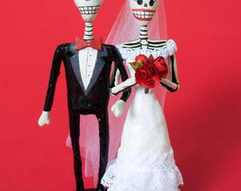 Wedding cake topper, Handmade skeleton paper mache figure, Day of the dead, bride and groom, Wedding figure, Mexican Folkart,Bridal Gift