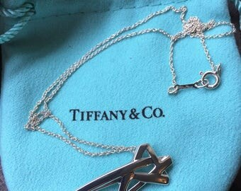 LIKE NEW!! Magical Tiffany & Co. Paloma Picasso Sterling Silver Star Necklace