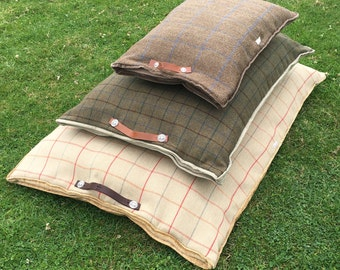 Country Tweed luxurious Dog beds