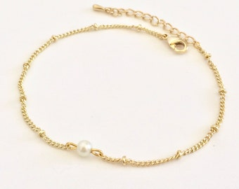 FREE SHIPPING! pearl bracelet, tiny, pearl, gold bracelet, beaded chain, satellite, simple, dainty, small, pearls