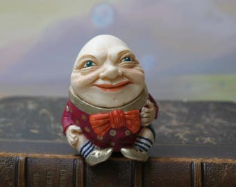 Figurine Humpty Dumpty.Alice's Adventures in Wonderland. Nursery rhyme. Humpty and Alice. Nursery. Through the Looking Glass. Lewis Carroll