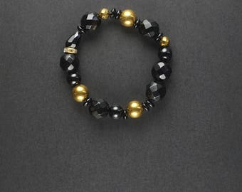 Onyx Hematite bracelet. Gold colored hematite. Hematite bracelet. Handmade with onyx and hematite beads. Christmas gift for girlfriend. Gift