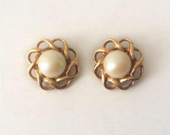 Vintage 1950's Gold & Freshwater Pearls Classic Flower Stud Statement Earrings