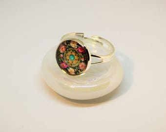 Cabochon ring, adjustable. Silver colors. Flower Wreath