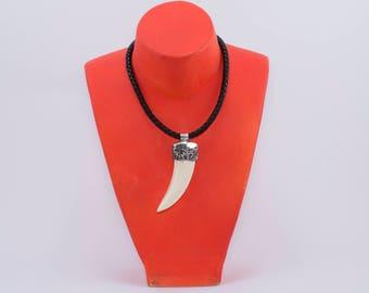 Fashionable 100% natural wild boar pendant