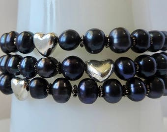 Black freshwater pearl bracelet.