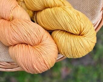 Plant dyed merino superwash sock wool, alder buckthorn bark, frangula alnus, 4-ply