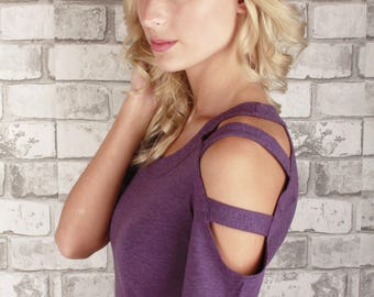 T-shirt with cut out shoulders made with bamboo fabric - Hannah
