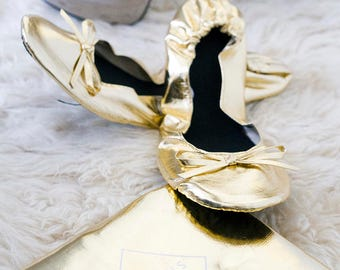 6 Pairs of Gold Foldable Shoes