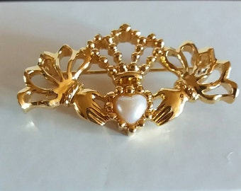 Avon Irish Clauddagh Pin With Pearl Heart Vintage Goldtone Irish Clauddagh Brooch