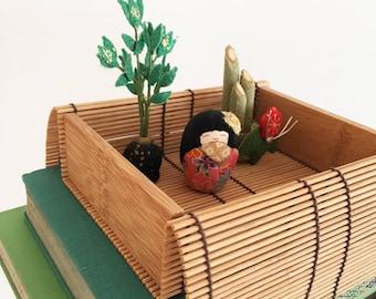 Japanese Crepe Fabric Doll & Plants - Japan - kawaii Kokeshi - house indoor plants geisha - bamboo box miniature world #0604