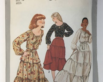 Simplicity 8305, size 12 Miss, vintage 1977 pattern, peasant skirt and blouse pattern