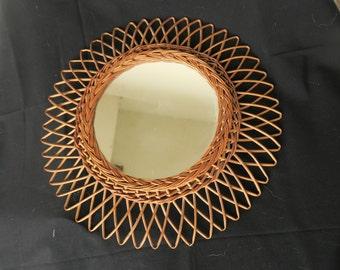 ancien miroir soleil en rotin des années 60,солнцезащитное зеркало из ротанга 60-х годов,old rattan 60s sun mirror,espejo de sol viejo ratán