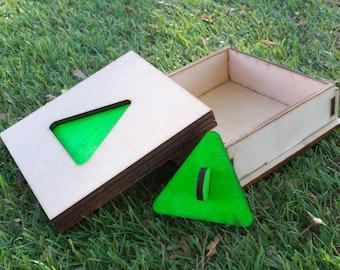 Petitoy - triangle tie tack
