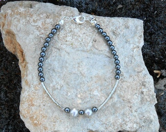 Bracelet with freshwater pearls, hematite beads