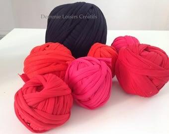 Lot has 31 Trapilho 700g to 1000g multicolor yarn