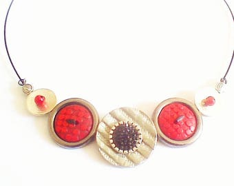 Button necklace in black and silver, Red