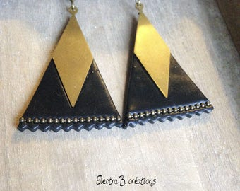 Black scalloped triangle and raw brass geometric earrings