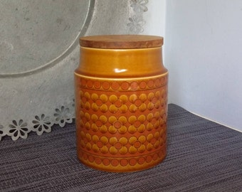 This beautiful classic Hornsea Saffron Storage Jar was made in England in 1973 and is in very good condition.