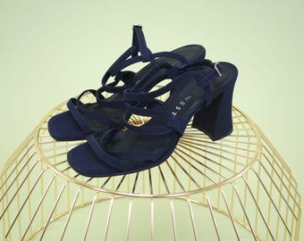 Amazing vintage nine west unique midnight navy strappy heels with gorgeous flared heel